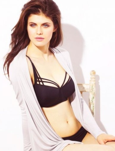Alexandra daddario bra size